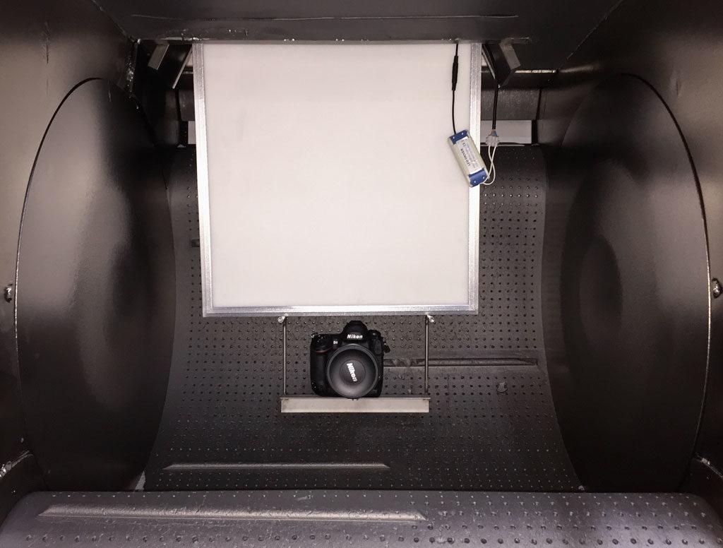 Videoaufnahme in einer Muldenband-Strahlanlage
