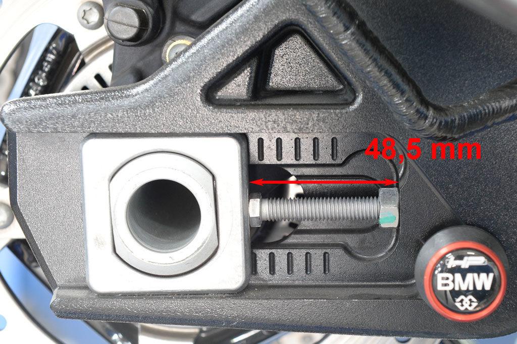 Kettenspanner rechts nach dem Einstellen 48,5 mm