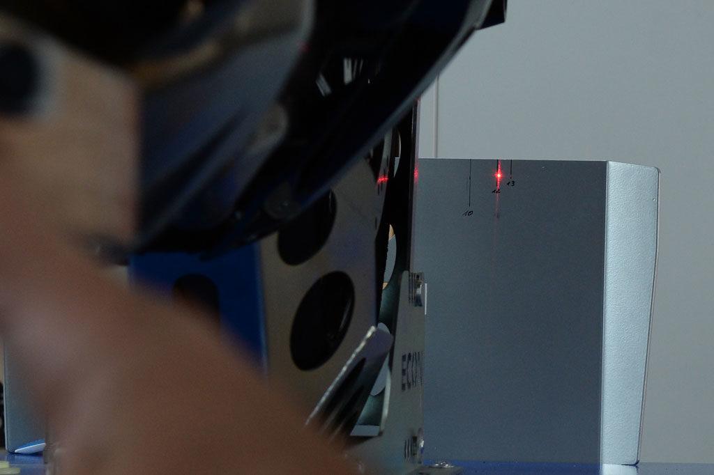 Laserpunkt rechts nach dem Einstellen 122 mm