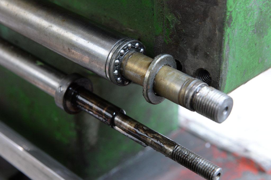Leit- und Zugspindel rechte Enden